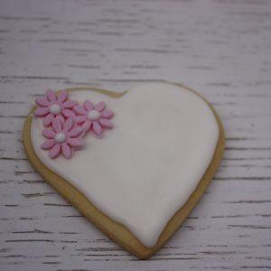 бисквитка с розови цветя